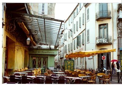 A Partir De Vincent En La Place Du Forum Arles