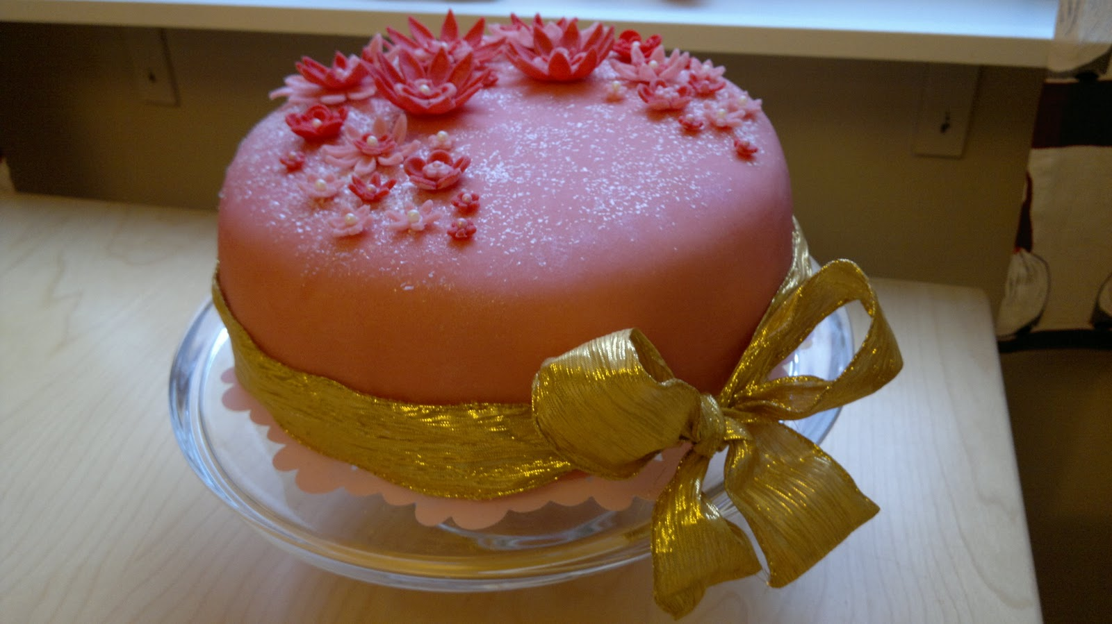 Väliaika - kahvia ja pullaa!: Vauvalle nimi ja kakku