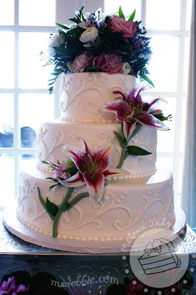 tiger lily wedding cake cake walk tiger wedding cake with buttercream swirls 21004