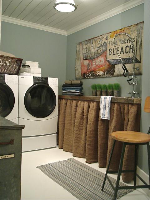 laundry room decoratin...
