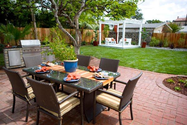 Design-Aholic: Backyard Inspiration: small spaces on Backyard Dining Area Ideas id=15622