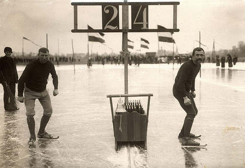 Speed skating: Dutch skaters Lijkle Poepjes and B. van der Zee standing ready for the start of a skating race in Leeuwarden (the Netherlands), 1914. Nationaal Archief / Spaarnestad Photo / Het Leven