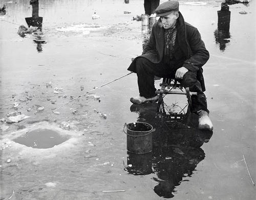 Fishing in a blue-hole in the ice. The Netherlands. Location and date unknown. Nationaal Archief / Spaarnestad Photo / J.J.M. de Jong, SFA002013372