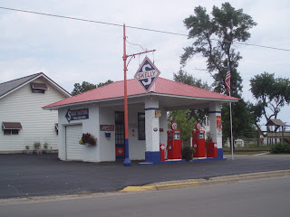 Searching For Minnesota: Landmarks and History - Skelly Gas Station