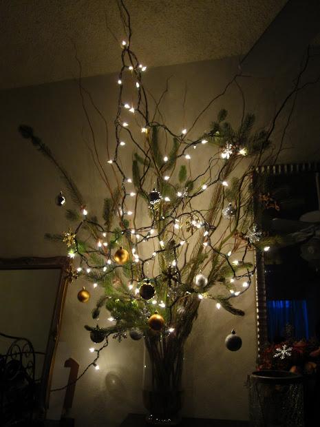 Anna Patricia Design Tall Christmas Centerpiece