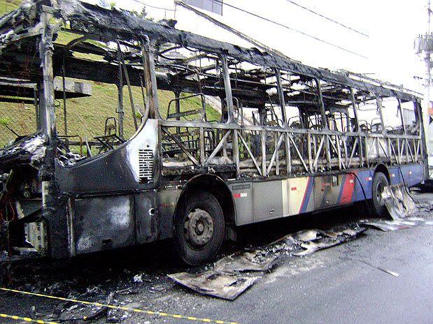Resultado de imagem para Ônibus são incendiados em porto Velho