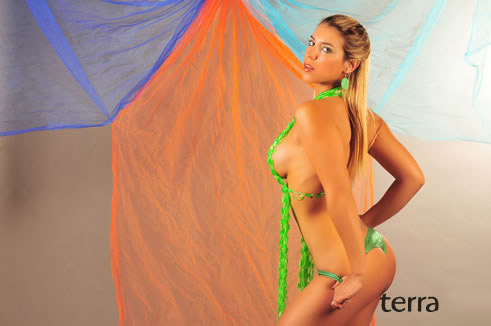 Alejandra Díaz – Fotos En Tanga Verde Foto 1