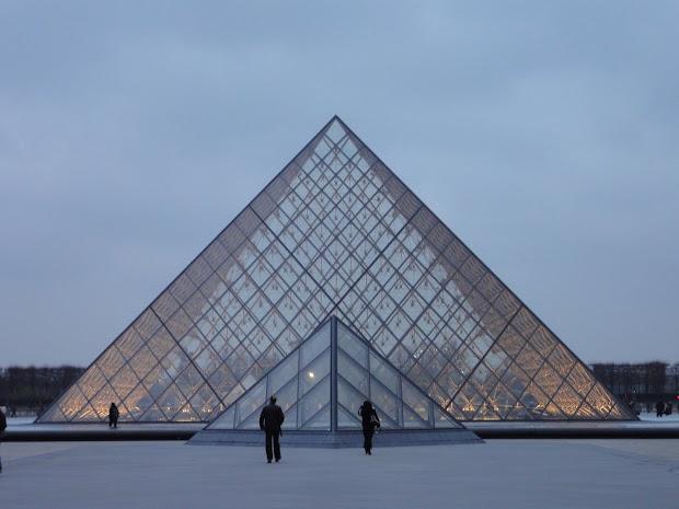 Verenas Paris La Pyramide Du Louvre #1