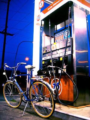 minyak naik, harga minyak naik, ron 97 naik 15 sen, ron 97 naik 2 disember 2010, harga mnyak yang baru, station oil gas, minyak gas, station gas,