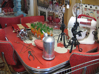 C. Dianne Zweig - Kitsch - Cuisine Vintage Style 50'S Americain'n Stuff: 19Retro Diner - Kitchen Designs - Shabby Chic Formica And Chrome Tables