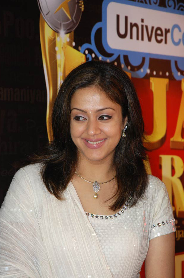 Cute Hot Actress Wallpapers: Jyothika hot