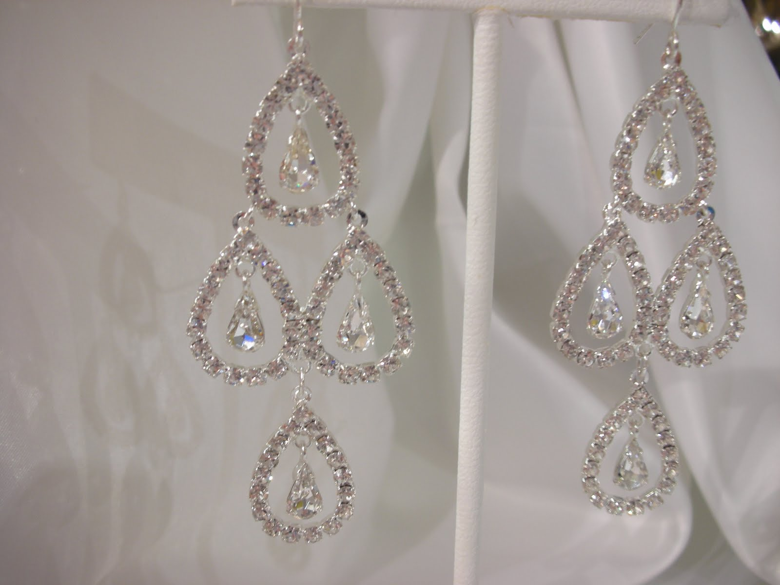 dressy earrings everything but the dress big sparkly bridal earrings 9409