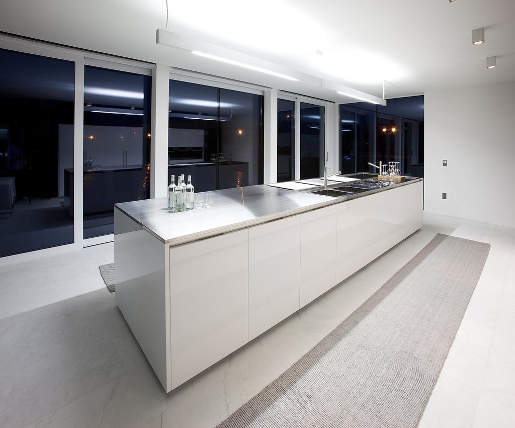 New Home Designs Latest Ultra Modern Kitchen Designs Ideas: Houten Keuken: Keukenverlichting