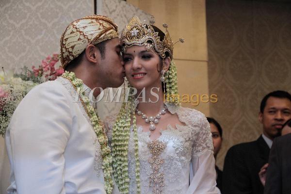 Foto Hot Nia Ram...Nia Ramadhani Wedding