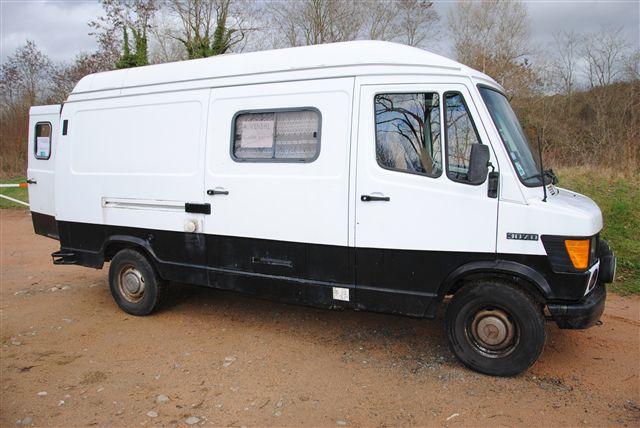 bus mercedes 0303 amenage en camping c. Black Bedroom Furniture Sets. Home Design Ideas