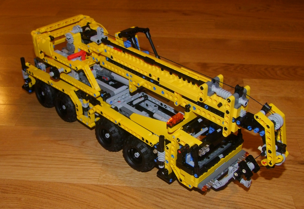 Legoism We All Live In A Yellow Crane Lego Technic 8053 Review