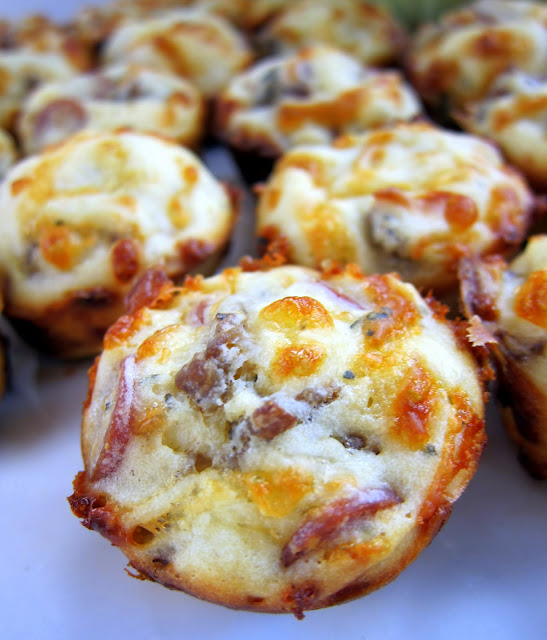 Sausage and Pepperoni Pizza Puffs - CRAZY good!!! Flour, baking powder, garlic, milk, egg, mozzarella cheese, pepperoni, sausage. Dip in warm pizza sauce. Great for an easy lunch or dinner. Also perfect for parties!! #pizza #appetizer #pepperoni