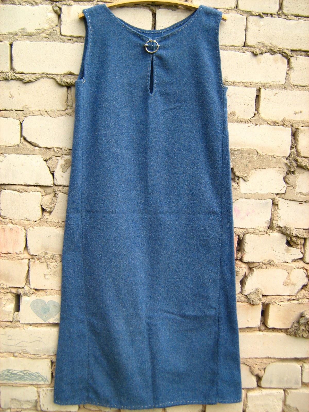 345a031d2f3 Kui tegin oma esimese linase kleidi, ostsin ka suure tüki sinist villast  riiet, millest sain endale sõba ja ka ühe ilma varrukateta kleidi.