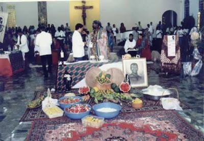 O Brasil reza ave-maria em um dia e recebe santo no outro. ô mizinfim amém.