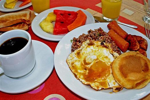 Desayuno abundante adelgazar y