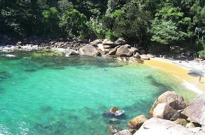 Praia do Caixadaço ilha grande paradisiaca agua cristalina angra dos reis rj brasil cachadaco caxadaco paraiso