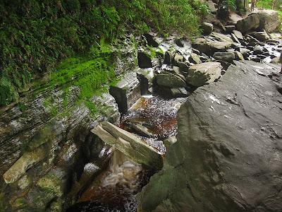 minas gerais mg ibitipoca cachoeiras  viajando sem frescura turismo  parque ponte de pedra
