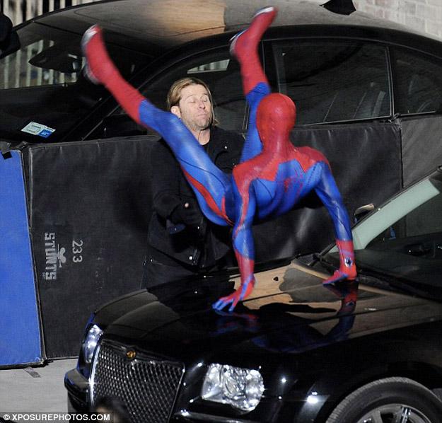 spidermansetpicsfeb4a8 - Fotos de Spiderman en acción!