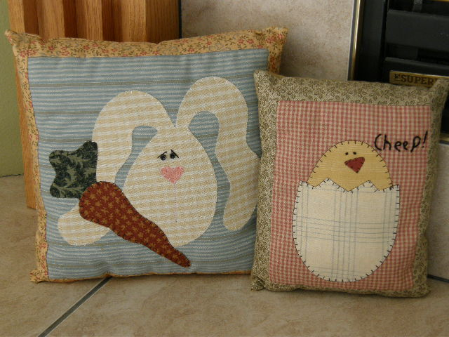30 Stylish And Adorable Handmade Decorative Easter Pillows