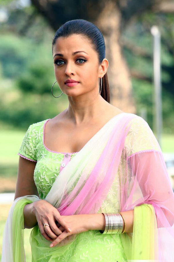 Aishwaryarai Hot Stills