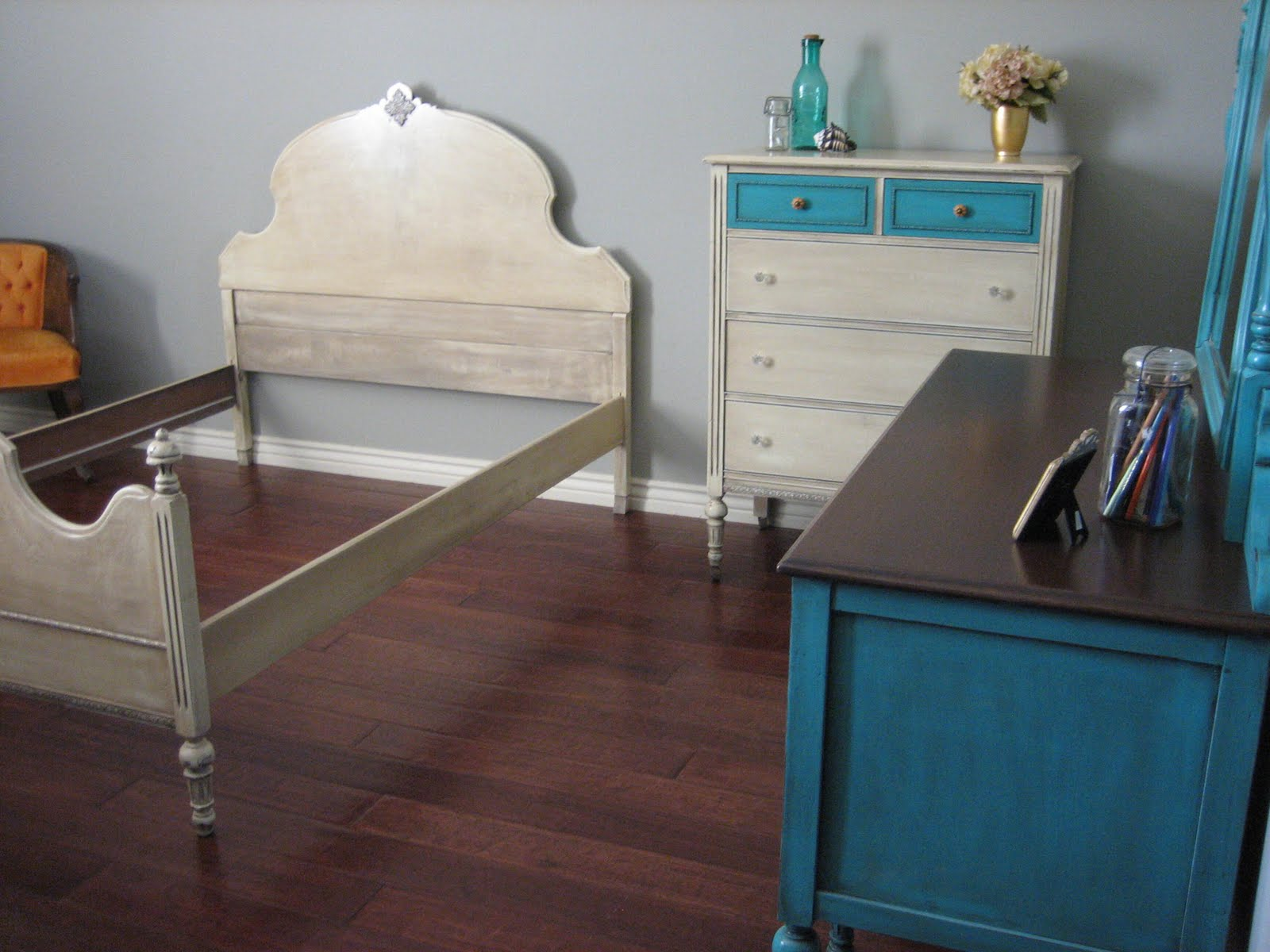 European Paint Finishes Turquoise Teal Amp Cream Bedroom