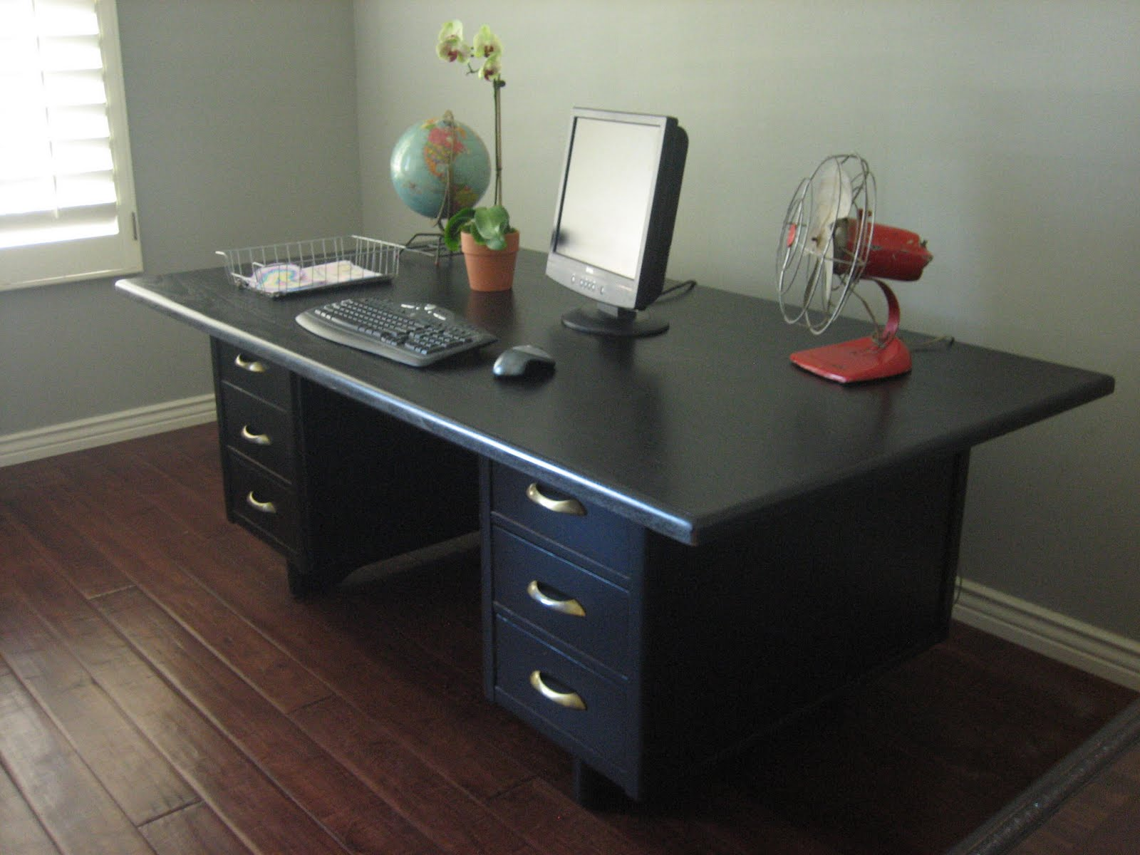 Desk In Middle Of Room Or Against Wall