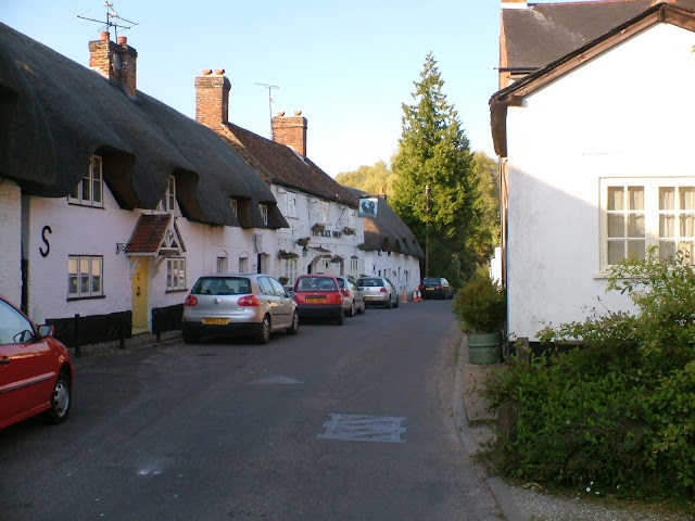 Pictures of thatched cottages in pretty English village