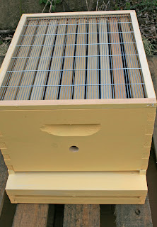 how to make a bee box