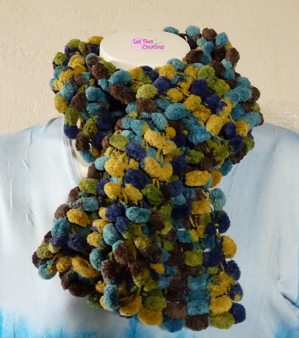 Echarpe laine pompom   Aqualogia 544dfd2e973