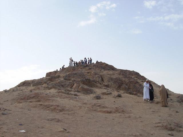 Image result for gunung uhud mengeluarkan air