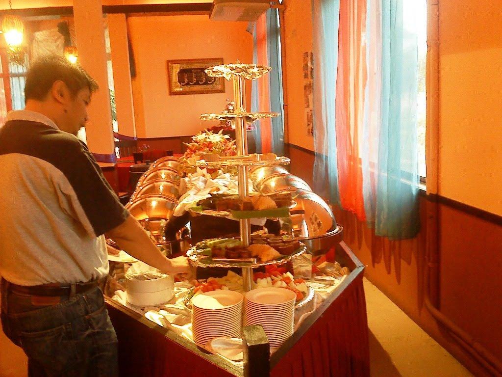 Ruang Memang Selesa Luas Boleh Muat Sehingga 200 Orang Surau Ada Disediakan Jangan Bimbang Lepas Makan Sembahyang Dulu Pastu Sambung Balik