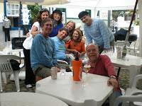Eduardo Marques com grupo de amigos.jpg