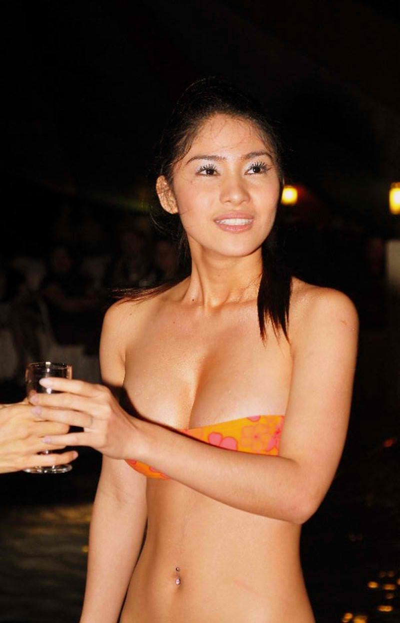 Beautiful naked beach girls