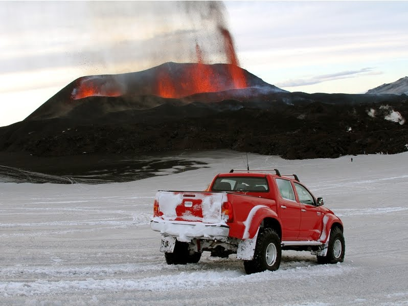 New Cars Walpapers Reviews: Toyota Hilux - Top Gear Volcano