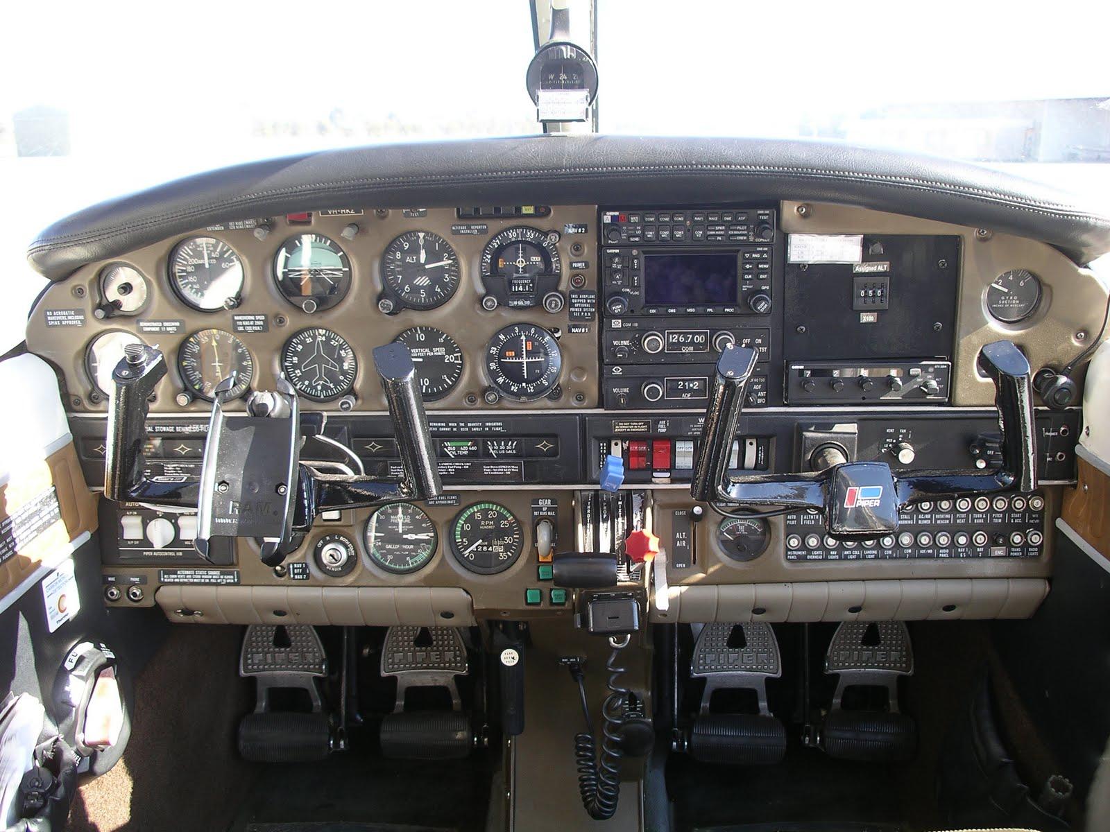 Tom Courtney Aus: Piper Turbo Arrow III VH-HKZ