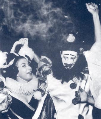 Elizeth e o escritor Harry Laus no Baile do Pierrot, em 1961, tradicional baile de carnaval organizado pela escritora Eneida, no Rio de Janeiro.