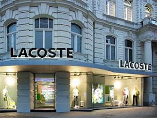 cdbb9feaa7d62 As camisas da Lacoste destinadas ao mercado das Américas são fabricadas  numa empresa chamada Devanley no Peru dententora de 35% do capital da  Lacoste ...