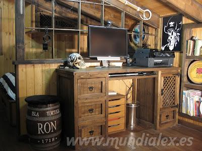 Habitación-camarote hecho con madera de palets
