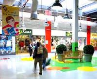 les soldes dans la galerie marchande du centre de marques Quai des Marques de Franconville