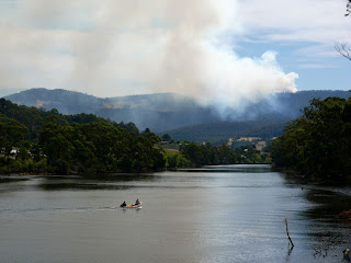 Judbury bushfire from Huonville Bridge - 1:42pm, 18 Feb 2007