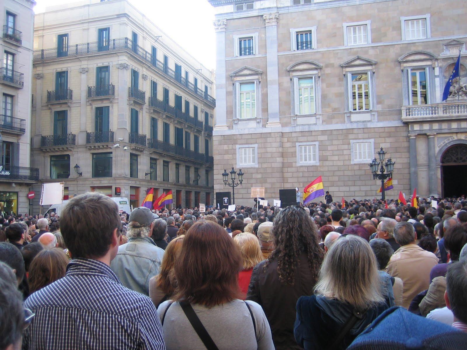 Concentració a plaça Sant Jaume de Barcelona 24 d'abril de 2010