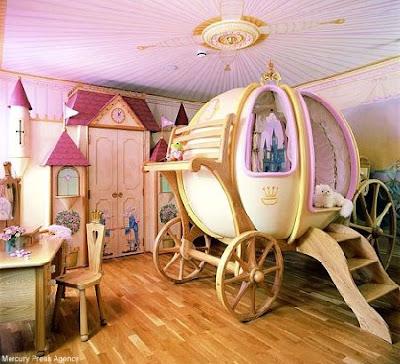 Uno stile romantico, antico e curato nei minimi dettagli, in grado di creare un ambiente da fiaba nella stanza delle bambine. Camerette Shabby Chic Interiors