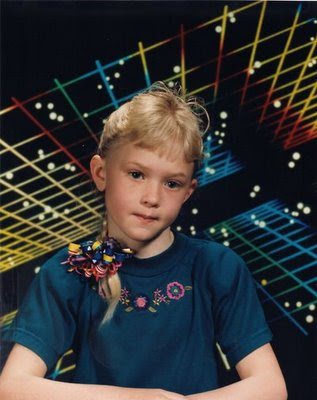I Love The Crazy Retro Futuristic Backgrounds Mixed With All Of Wonderful 80s 90s Kids Fashion And Redonkulous Hair Note Huge Ribbon Barrette