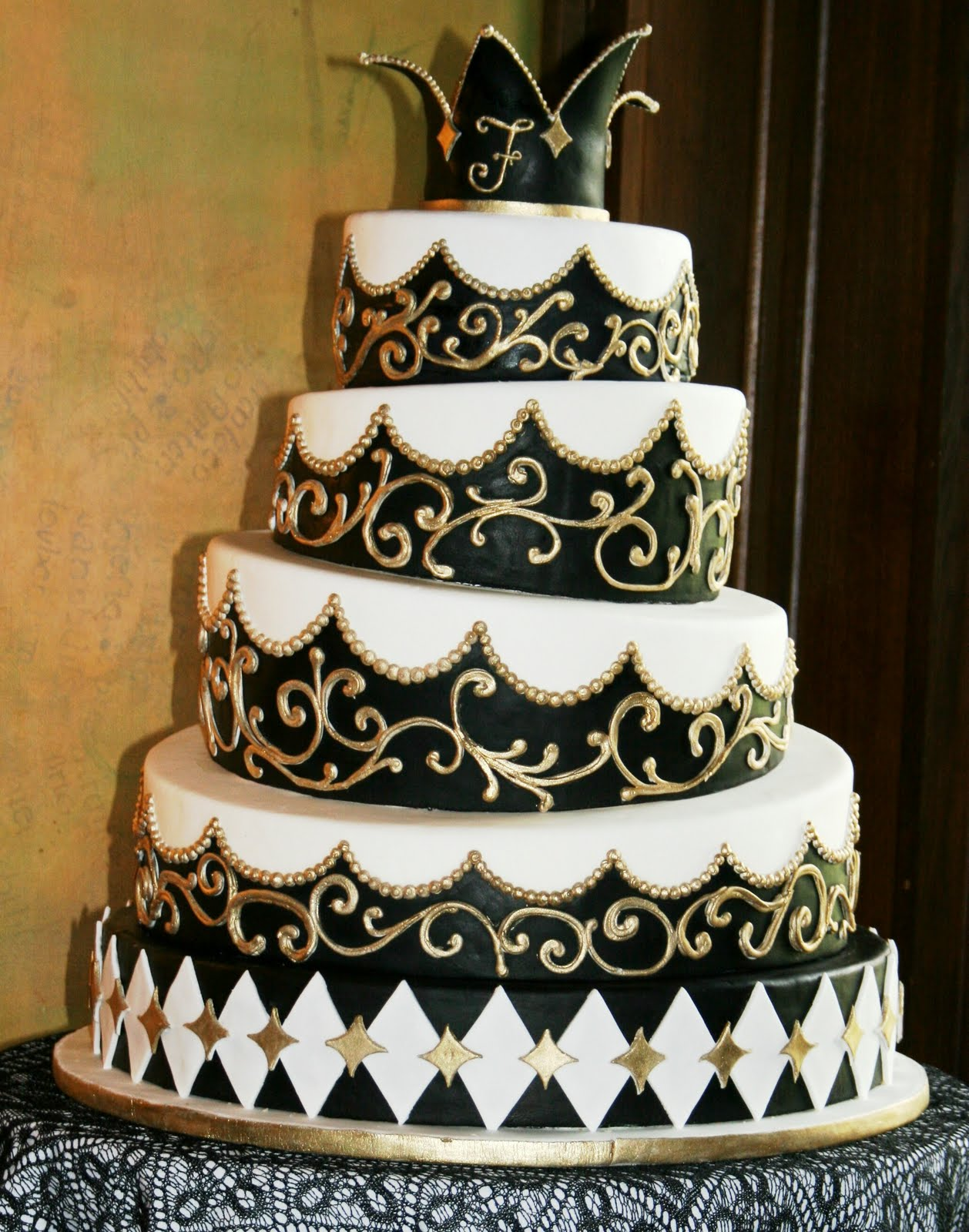 wedding cakes gold white and black wedding accessories ideas 24443