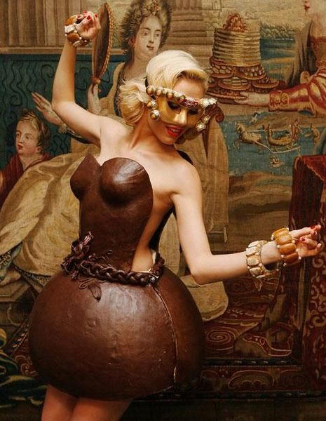 Dress made of chocolates: 14